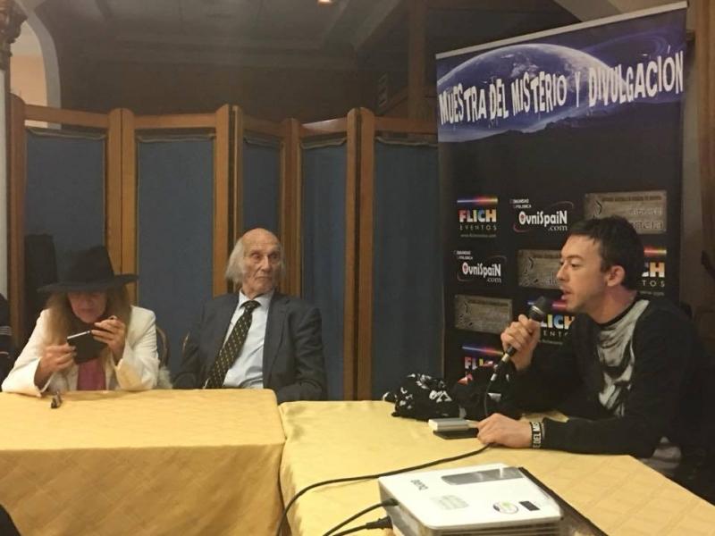 Cafe Ovni Valencia fiesta ovnispain Muestra del misterio (35)